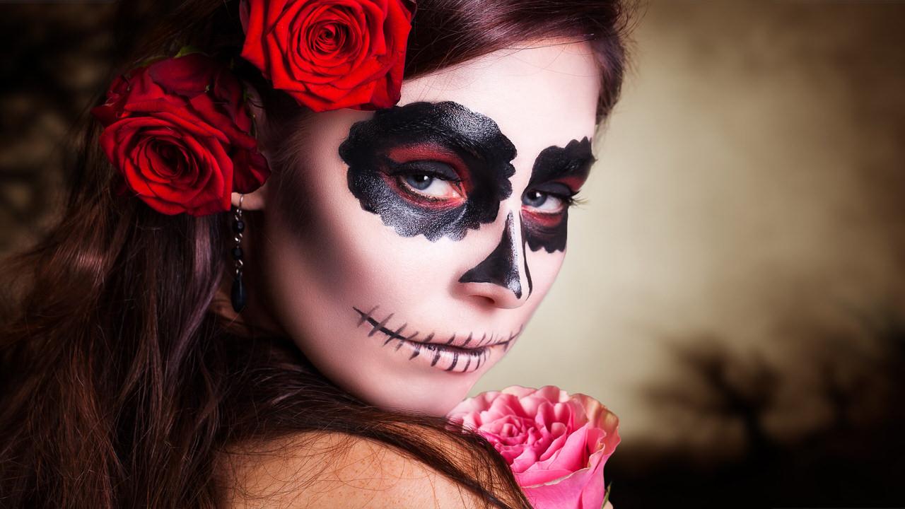 Schönheit und Grausen liegen bei einer Halloween-Party oft sehr dicht beieinander
