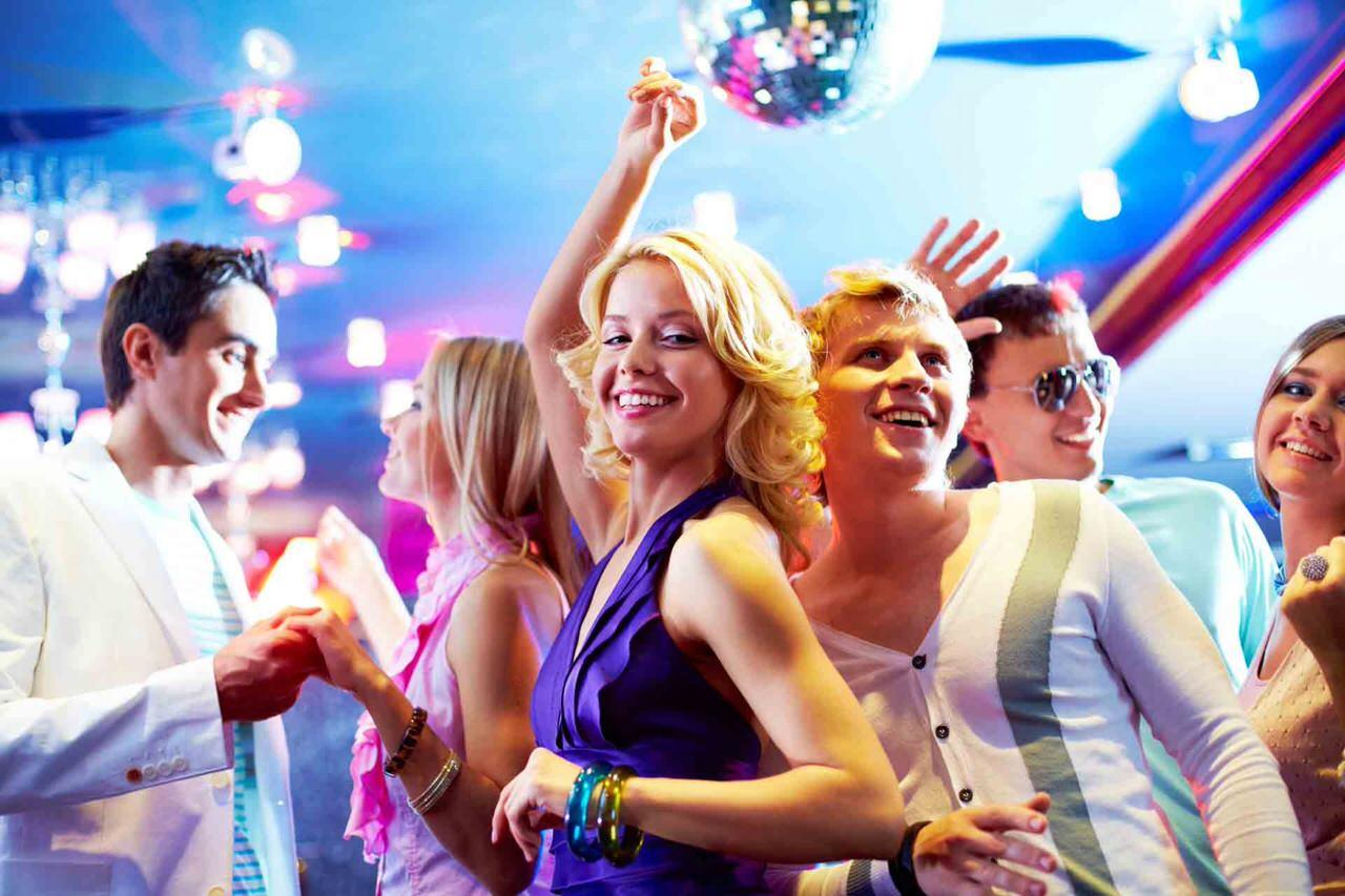 Zu jedem schönen Event gehören tolle Gäste, prima Musik, schönes Licht - getanzt wird dann fast von ganz alleine