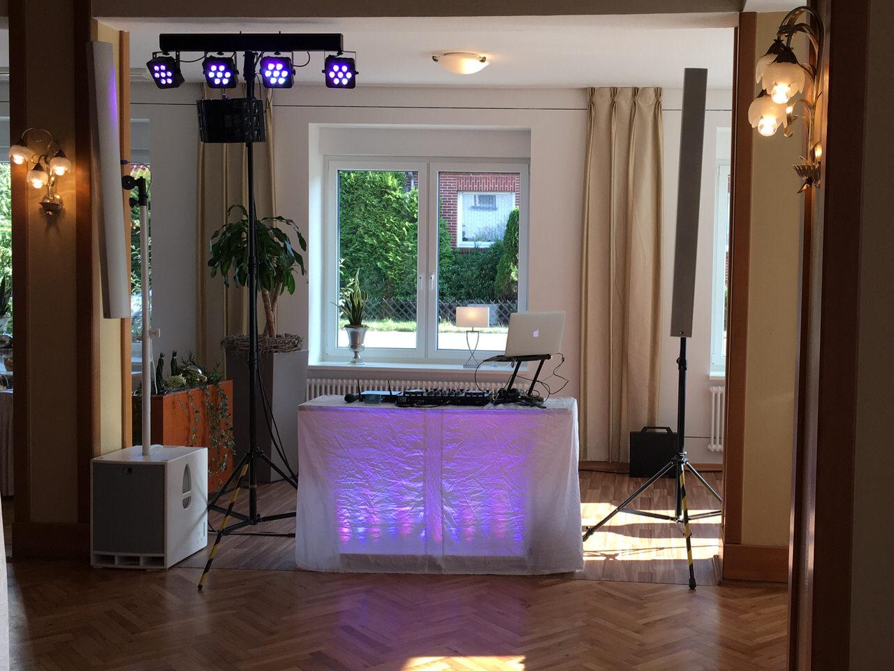 Mein kleines Hochzeit-Setup mit einem zusätzlichen LED-Effekt. Foto: Andreas Paul / Paul van Groove