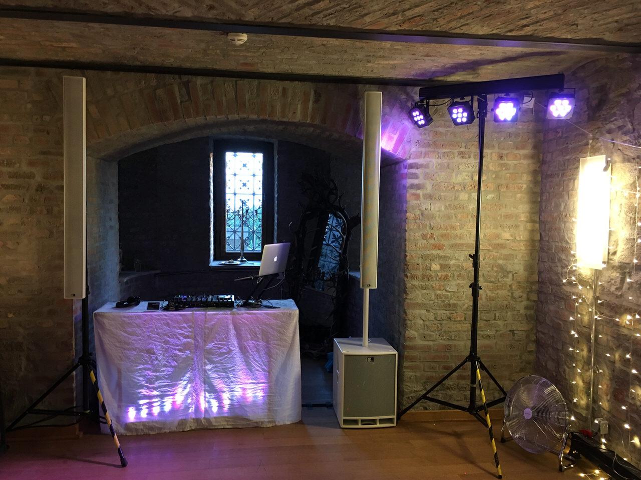 DJ Aufbau im Speisesaal von Schloss Drachenburg. Foto: Andreas Paul / Paul van Groove