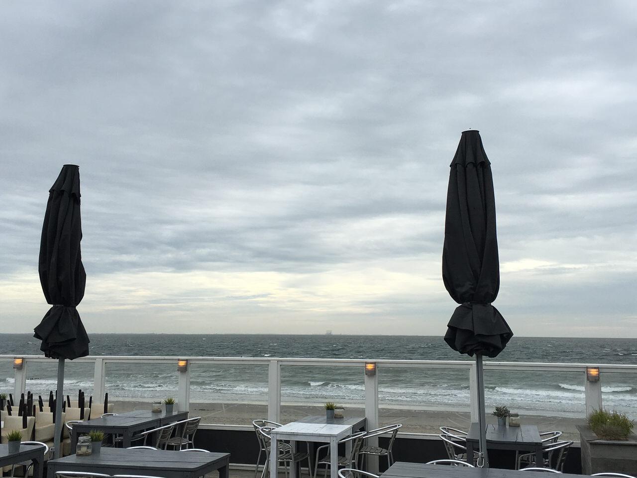 Blick vom Strandpaviljoen Bluv aufs Meer. Foto: Andreas Paul / Paul van Groove