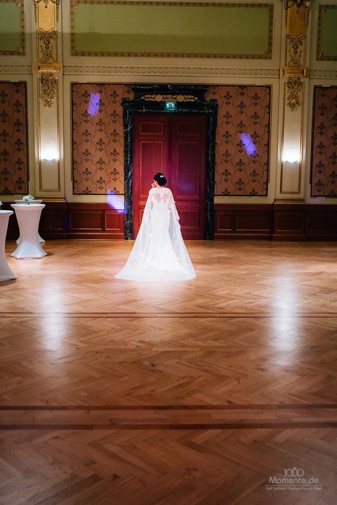 Braut in der historischen Stadthalle Wuppertal