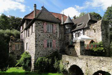 Im Juni Hochzeit auf Burg Lede in Bonn-Vilich