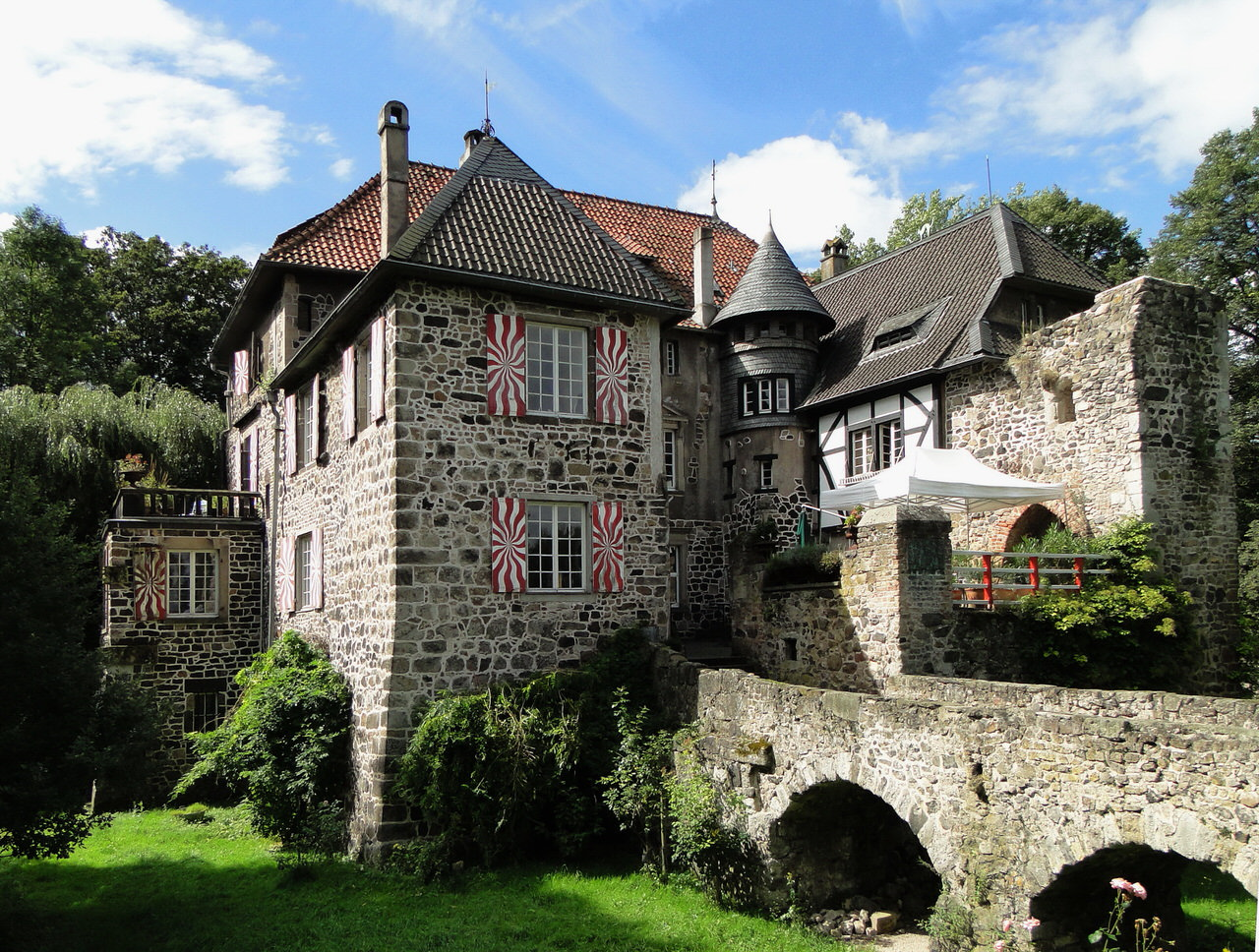 Blick auf Burg Lede in Bonn Villich