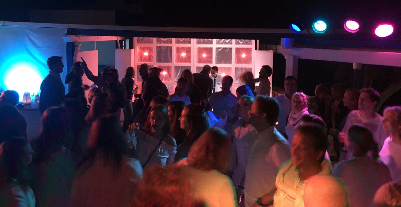 Tänzer bei der White Night im Aldiana
