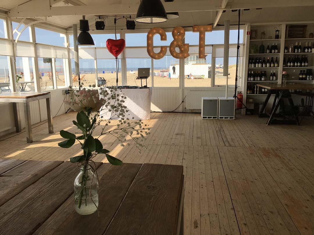 Aufbau im KW106, Fischrestaurant in Katwijk aan Zee. Foto: Andreas Paul // Paul van Groove