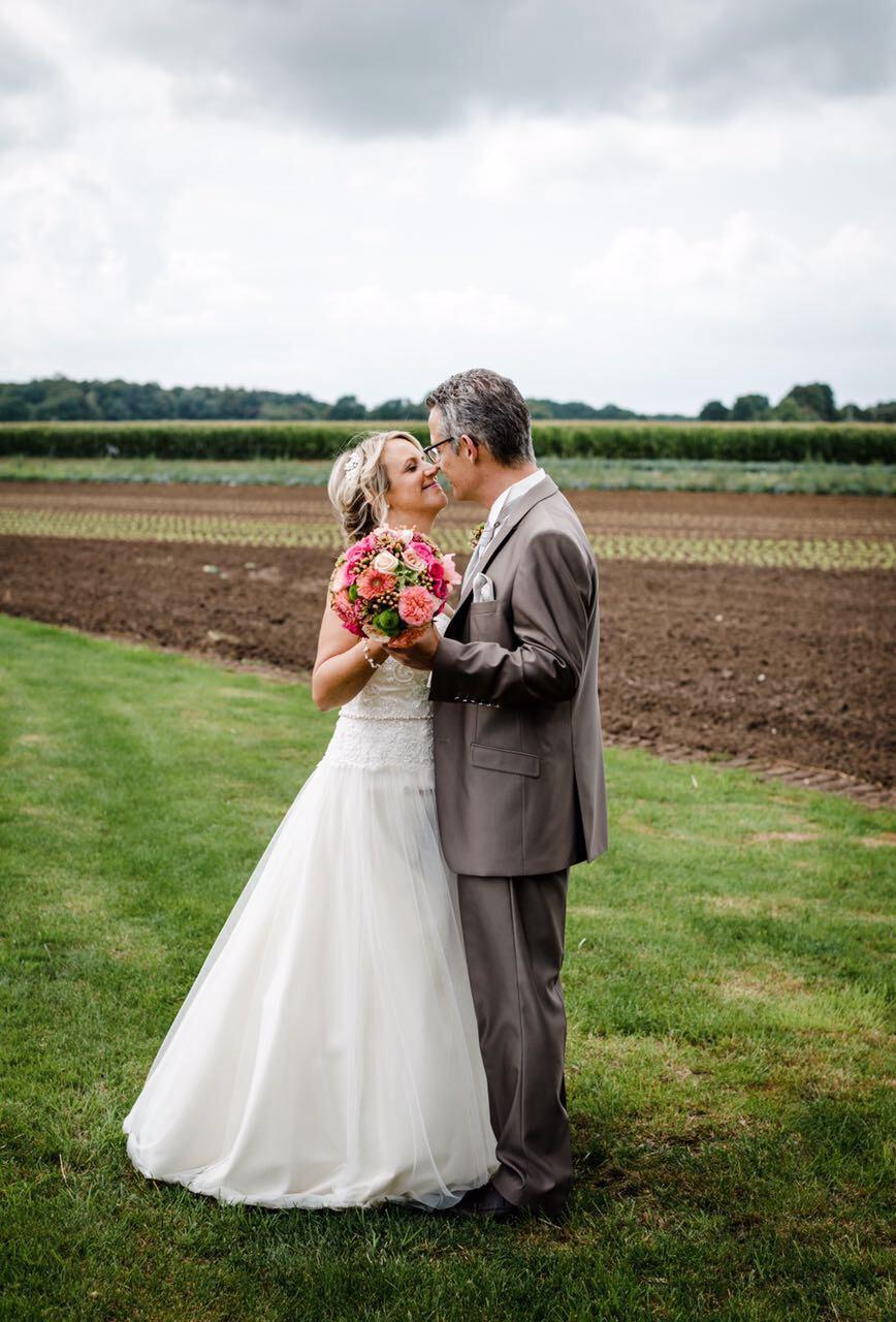 Sandra & Ralf auf einem Feld