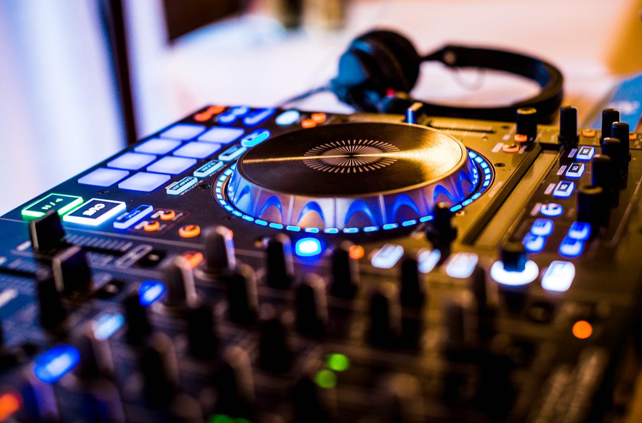 DJ Controller & Kopfhörer