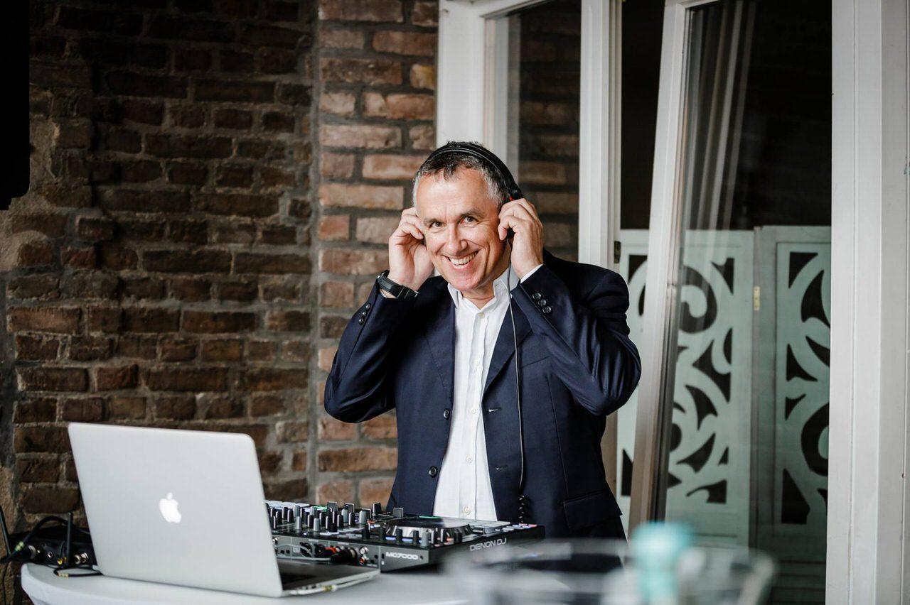 Hochzeits-DJ beim Empfang