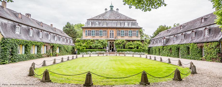 Schloss Eicherhof mit der Vorfahrt.