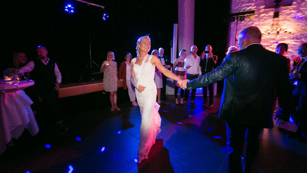 Ute & Thorsten eröffnen den Tanz. Foto: Bodo Oerder Fotografie