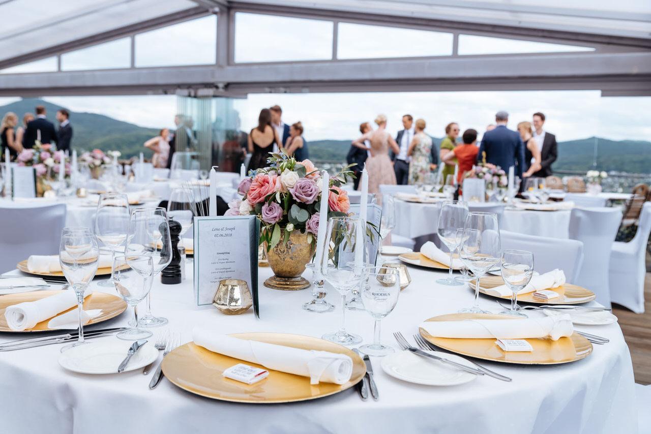 Empfang der Hochzeitsgäste auf dem Rolandsbogen