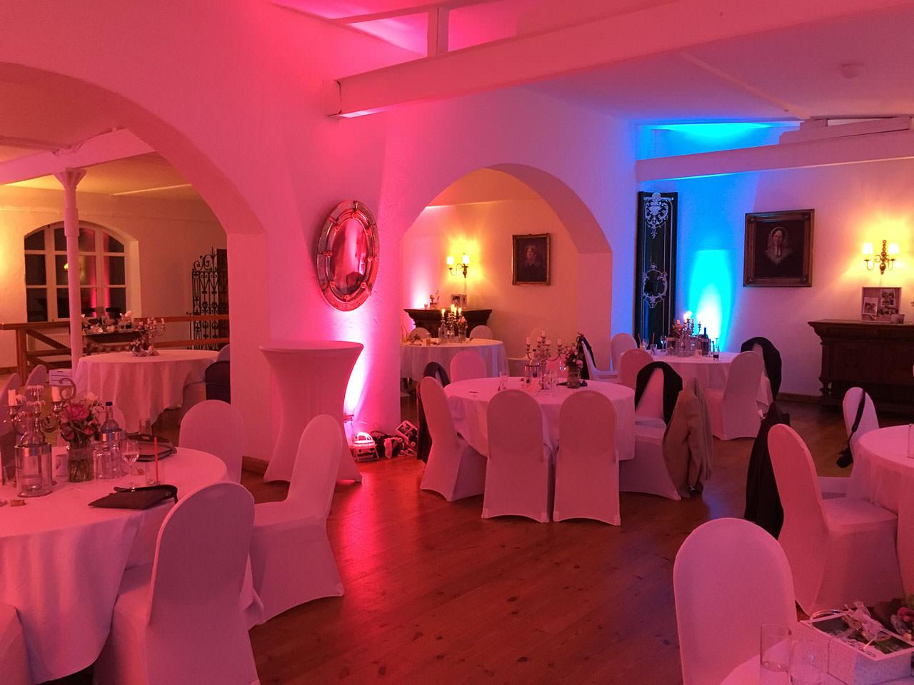 Der Festsaal von Gut Nettehammer, festlich illuminiert