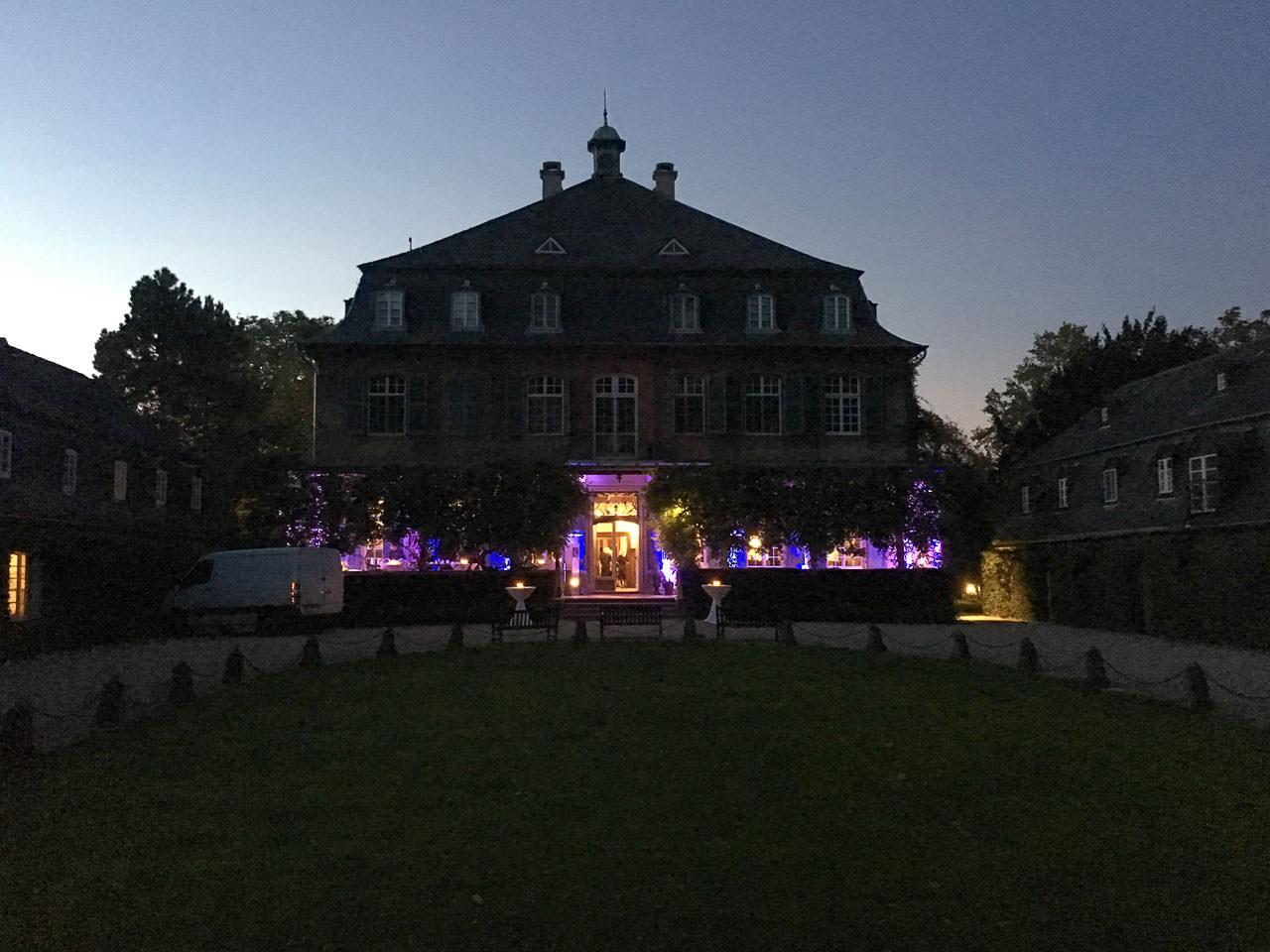 Schloss Eicherhof in der Abenddämmerung