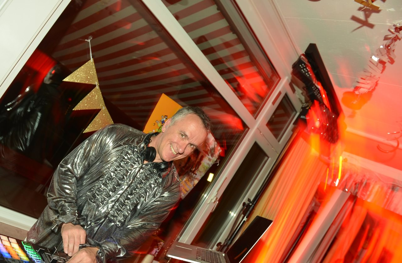 Paul van Groove als Disco-DJ