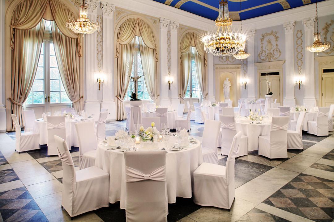 Blick in den Beethovensaal mit festlich gedeckten Tischen