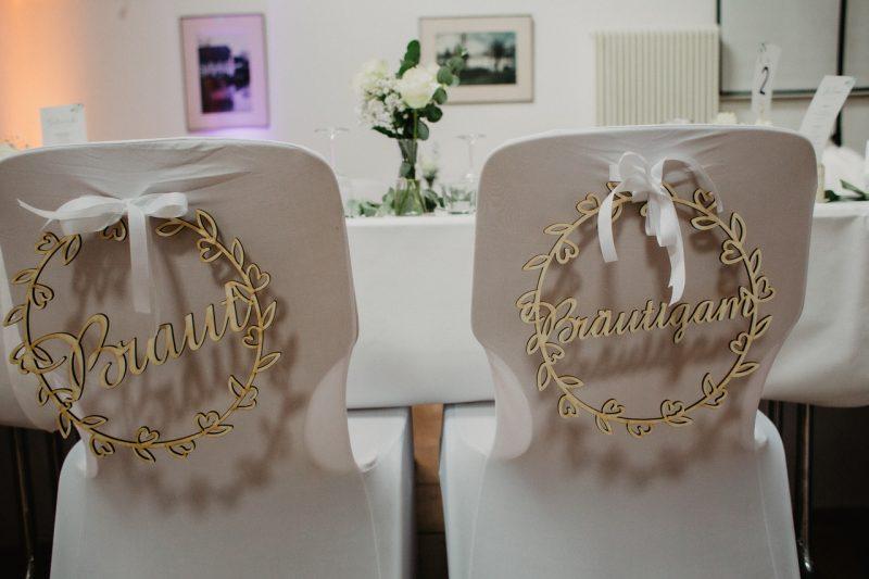 Stühle des Brautpaares
