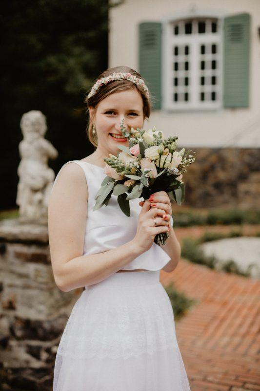 Carolin mit ihrem Brautstrauss